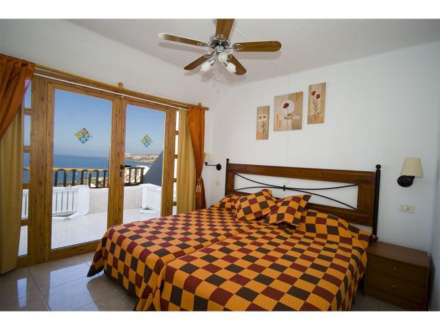 2 bedroom apartment access to balcony - Tenerife Apartments, San Eugenio, Tenerife
